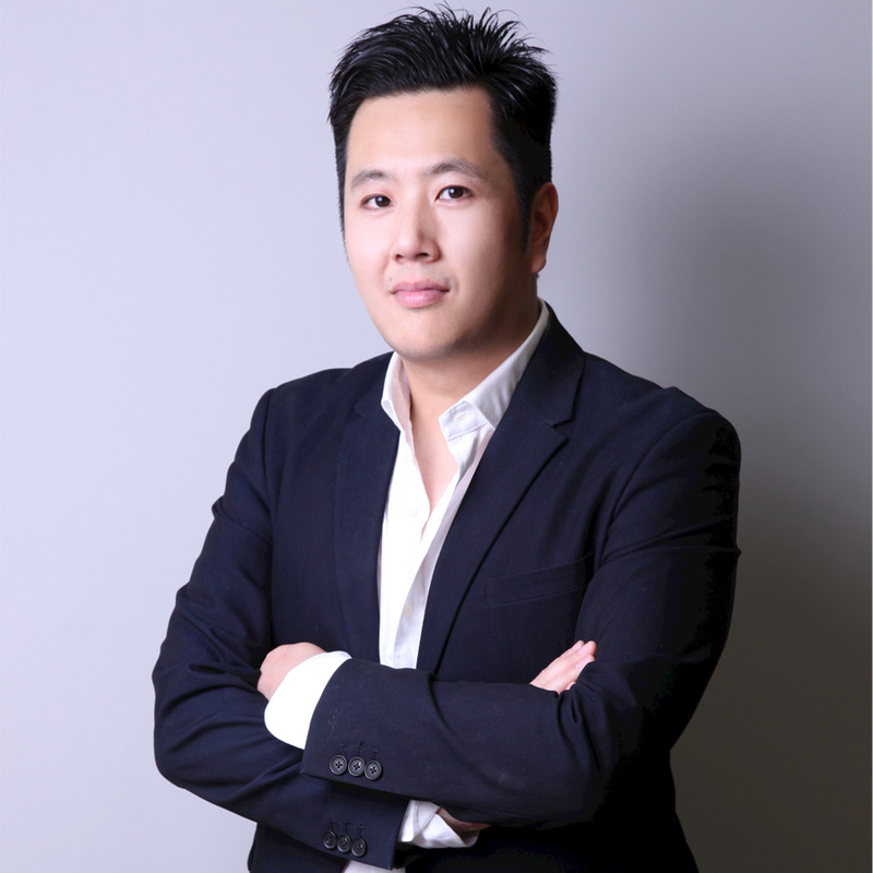5/ The team of DigiCol (3/3) @AndyC0125 has worked closely with Jack Ma who is one of the founders of Alibaba Group. Andy is deeply passionate with the Internet & Blockchain and makes from every project he's involved with a succes. Andy Cheung is also the founder of  @acdx_io