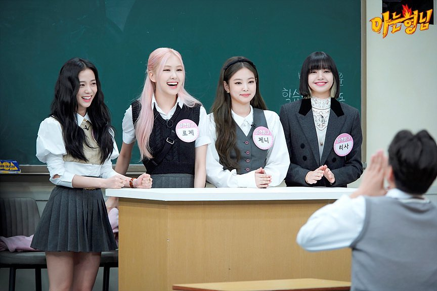 #BLACKPINK on Knowing Brother, they're smile are precious 😍😍  @BLACKPINK @ygofficialblink https://t.co/MlMpAJZYRS