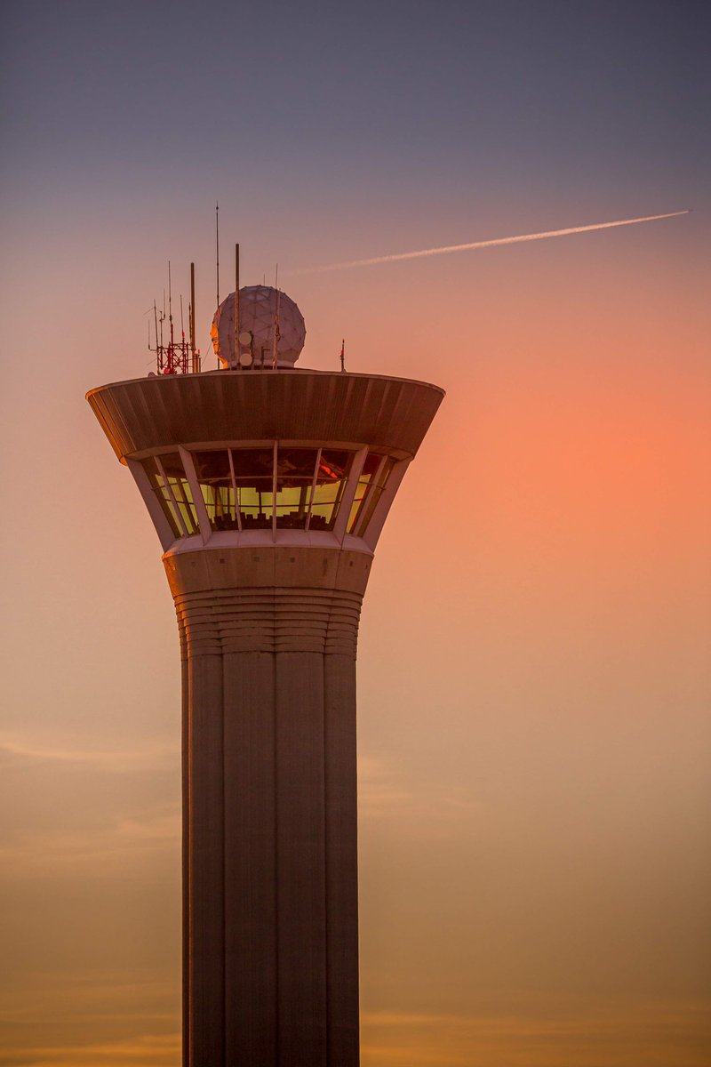 ✈️ Today is the #ATCDay and we pay tribute to air traffic controllers from @DGAC, our partners who work night & day for flight safety, and allow you to travel with complete peace of mind. #aviation https://t.co/KdTDw0DJOh