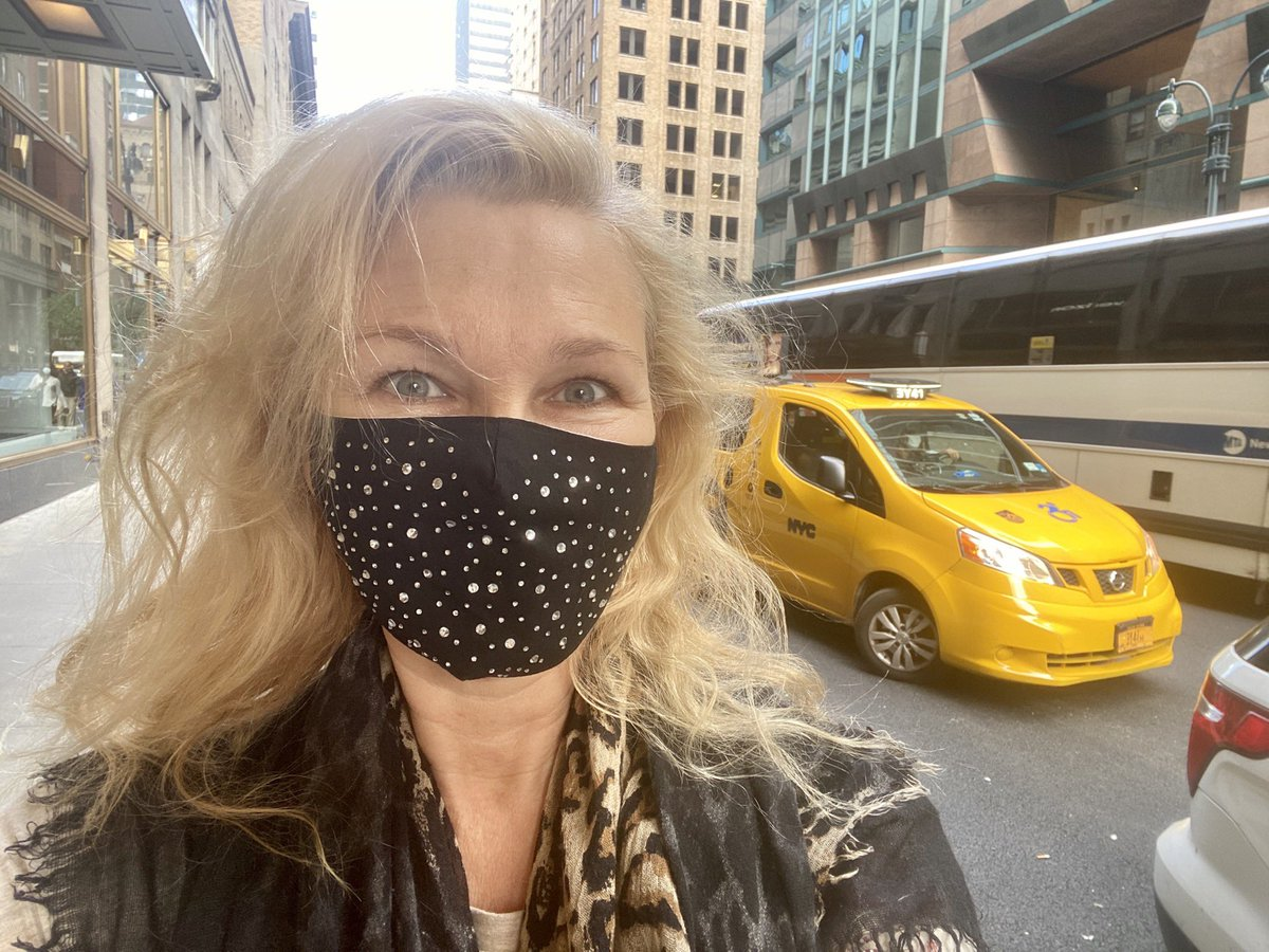 NOT film related but it has to be said.. NYC smells SO much better through a mask 😷😂👍 #nyc  #wearamask #WearAMaskPlease #wereallinthistogether #wereinthistogether #nycstreets #nyccovid19 #covidー19 #covid https://t.co/shMhXtbzmV