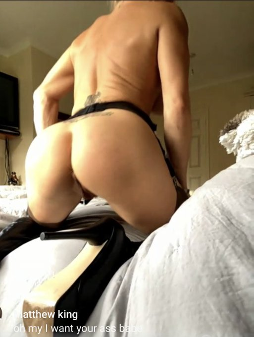 1 pic. Check out my bum tease today 💝 https://t.co/iwob9locUe