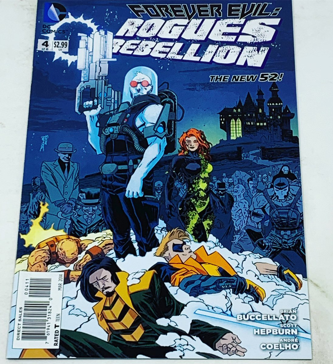 Declan Shalvey bosses Cover Of The Day today with Forever Evil: Rogues Rebellion #4. Awesome style and so many great DC villains crammed into one cover 🔥🔥 #declanshalvey #flashrogues #dcomics #coveroftheday #unrealitystore #weareus https://t.co/ap8UgvXfXO