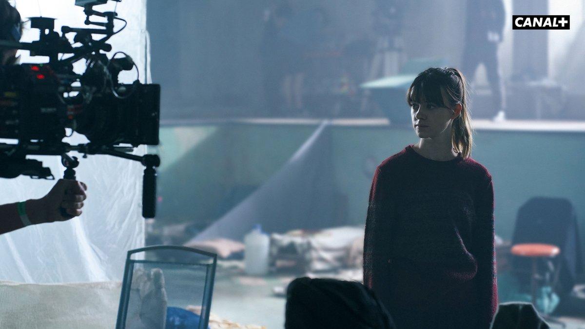 Daisy Edgar Jones reprend son rôle d'Emily Gresham sur le plateau de la FOX pour la saison 2 de La Guerre des Mondes ☄  #LGDM, Saison 2, bientôt sur @canalplus ! https://t.co/xOEU4YFWjh