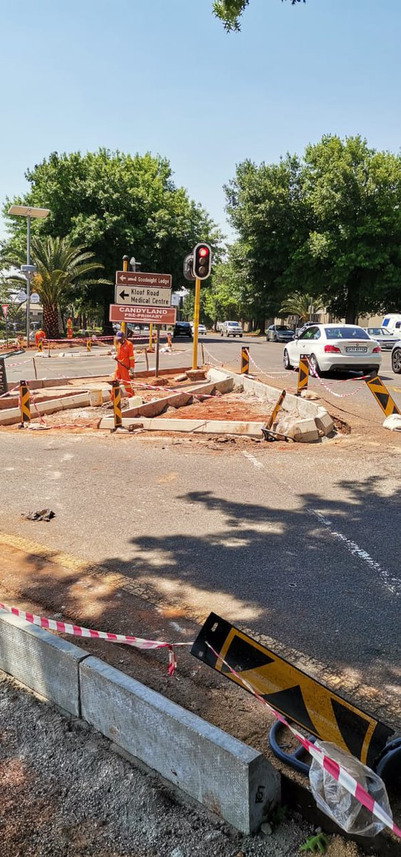 This #TransportMonth @City_Ekurhuleni continues to prioritise the safety of motorists at Corner Van Buuren and Kloof Road in Bedfordview.   A team is currently on site replacing the road  islands and building sidewalk pavements for 🚶♂️🚶♀️🚲pedestrians. #CoEworks https://t.co/2sHzwoSMbS
