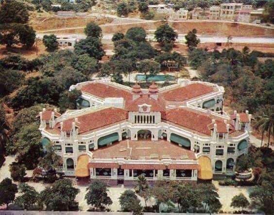 Damos la bienvenida a un nuevo día desde el Hotel Miramar de Macuto, recordándolo en una de sus últimas vistas en todo su esplendor (1958).  ¡Un gran abrazo y los mejores deseos para todos! https://t.co/VqojDMQP6A
