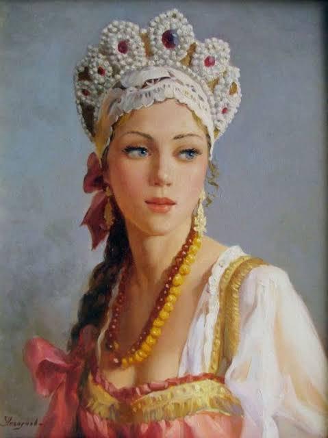 🇷🇺ロシア民族衣装のシンボル「ココシュニク」は、装飾の多い頭飾りです。世代から世代へと、細心の注意を払いながら受け継がれてきたものでした。👰🏻ココシュニクは、結婚後の女性だけが身に着けたものでした。不幸を家に招かないよう、髪を隠さなくてはならないと信じられていたからです。