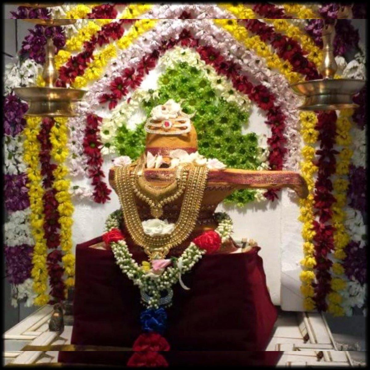 எப்பொருளுங் கனவென்றே  தும்பீ பற! உலகெல்லாம் அழியும் என்றே  தும்பீ பற!  அப்பிலெழுத்துடல் என்றே  தும்பீ பற! என்றும் அழிவில்லாதது ஆதியென்றே  தும்பீ பற!  #ஓம்நமசிவாய🔥 #OmNamaSivaya #ओम_नम_शिवाय #hindu #god #shiva  #lord #eswar #lordshiva #lordshivatemple #tiruvannamalai https://t.co/cuWXrW9TyK