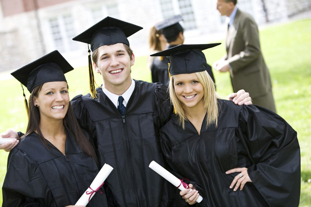 High school seniors, apply for all the #Scholarships you qualify for from this newly updated list-75 scholarships!  https://t.co/DdIcR9NE5d https://t.co/yluW2ewwjz