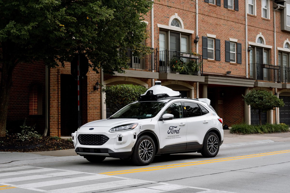 Together with @argoai, Ford is introducing its fourth-generation self-driving test vehicle, a #FordEscape Hybrid. The test vehicles are equipped with enhanced sensors and cameras and will be integrated into our self-driving vehicle tests fleets across the U.S. https://t.co/kJxD3Rqj0u