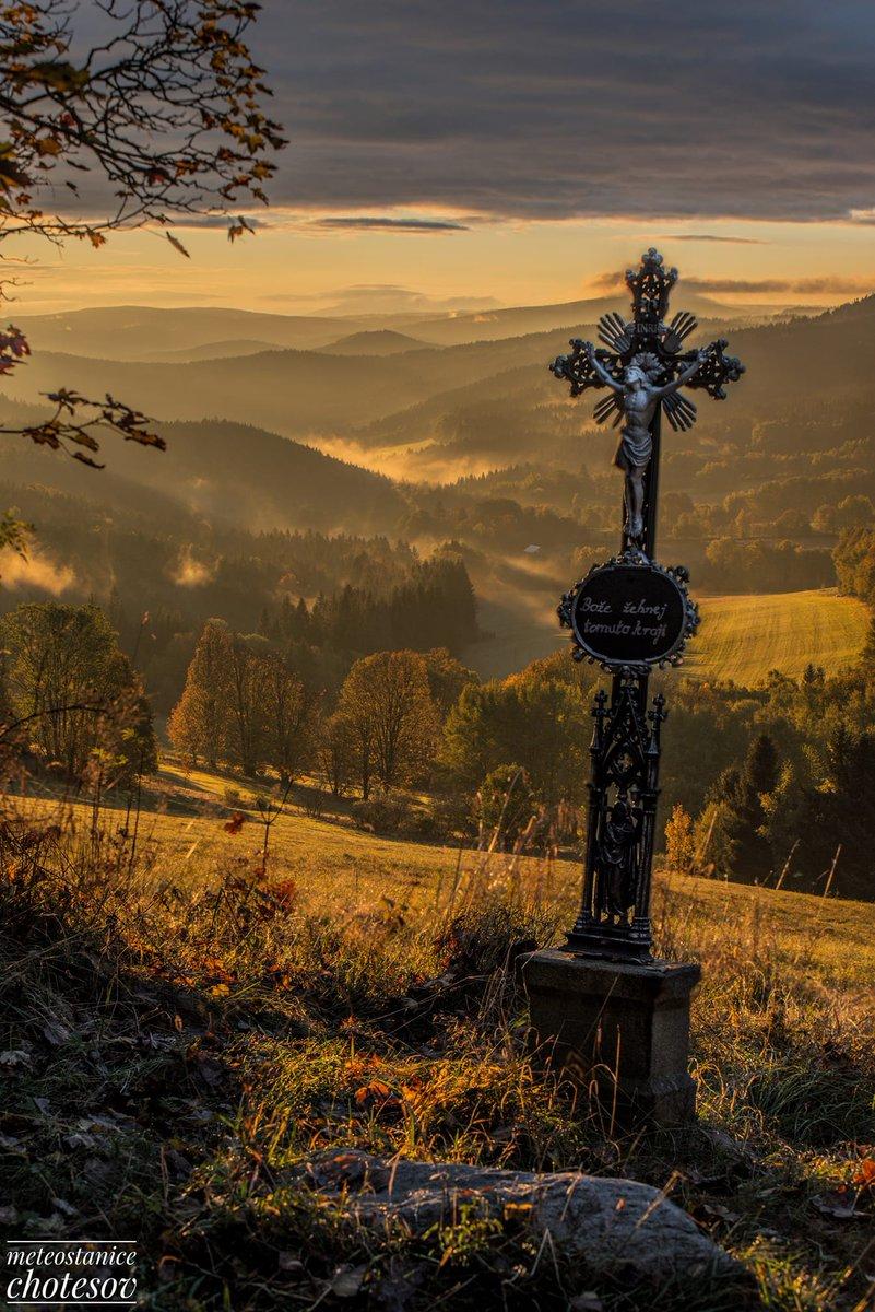 Meteostanice Chotěšov: Na dobrou noc mám pro Vás další fotečku z nedělního východu slunce v Pekelském údolí u Harmanic, který byl opravdu nádherný a ostré slunce parádně nasvítilo celé údolí. Takto má vypadat pravé podzimní ráno ❤️❤️❤️ #foto #Czechia https://t.co/MLbayNBlMx