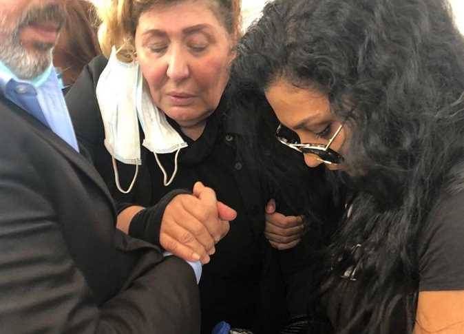 سهير رمزي توضح سبب اغمائها في عزاء محمود ياسين للمزيد  https://t.co/umPFqjNlFz https://t.co/wIBQOHZsJi