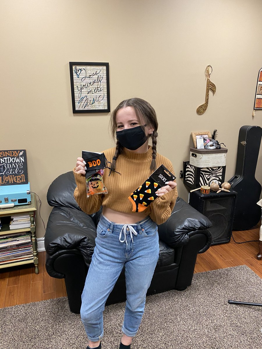 Congratulations to this fabulous girl! Can't wait to see you rocking your Halloween mask and socks next week!  #TriToneMusicStudios #MusicLessons #MusicLessonsOrangeville #TriToneMusicStudiosOrangeville #VoiceLessons #SingingLessons #PianoLessons https://t.co/loYDvIIfWF
