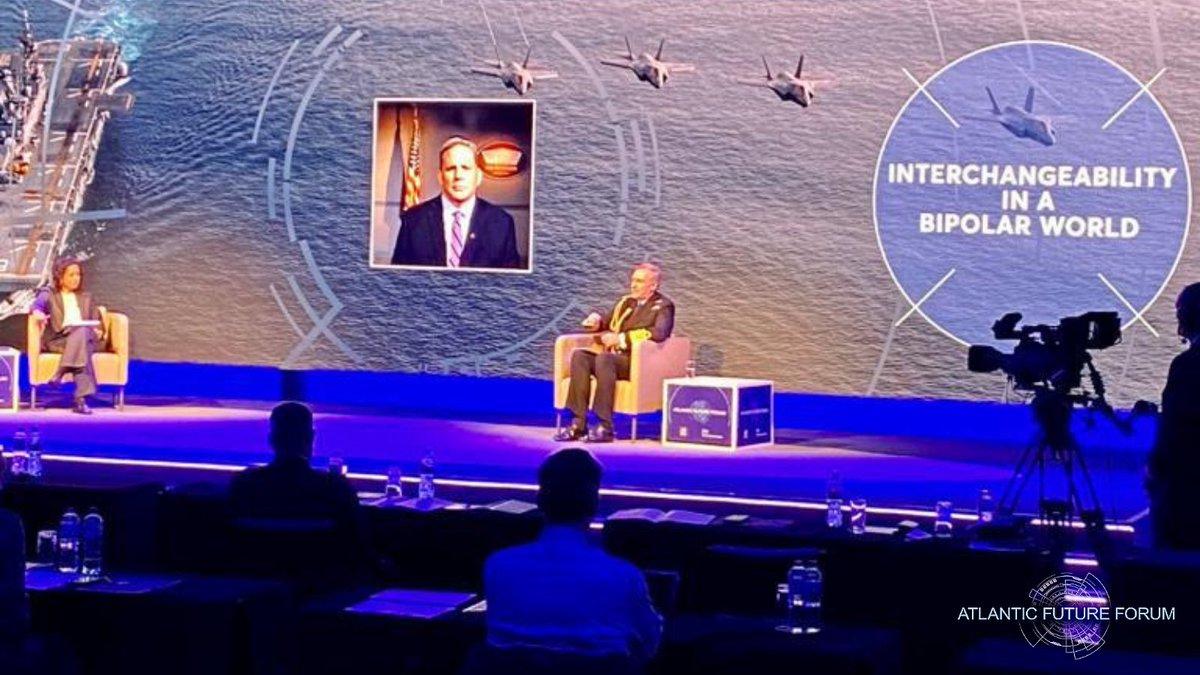 A fascinating conversation between First Sea Lord @AdmTonyRadakin & Assistant Secretary of @usnavy James Geurts who announcing a new London based tech bridge. @samiraAhmedUK summed up the session as a true display of Transatlantic collaboration @DeptofDefense @DefenceHQ