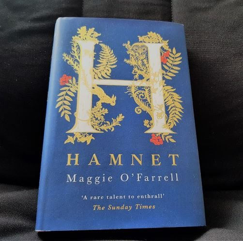 """a tender and haunting portrayal of the emotional trauma Shakespeare's family suffered when his son, Hamnet, died suddenly aged eleven"" - New Book Review post up on the blog - https://t.co/EUAzr6zonz #histfic #Shakespeare #amreading #TuesdayBookBlog https://t.co/59JZsqBHkz"