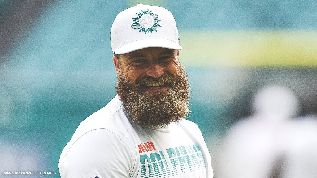 Ryan Fitzpatrick appreciation post. Through six games:  🐬 1,535 pass yards 🐬 12 Total TDs 🐬 Dolphins 2nd place in AFC East https://t.co/PopK6nK8Ns
