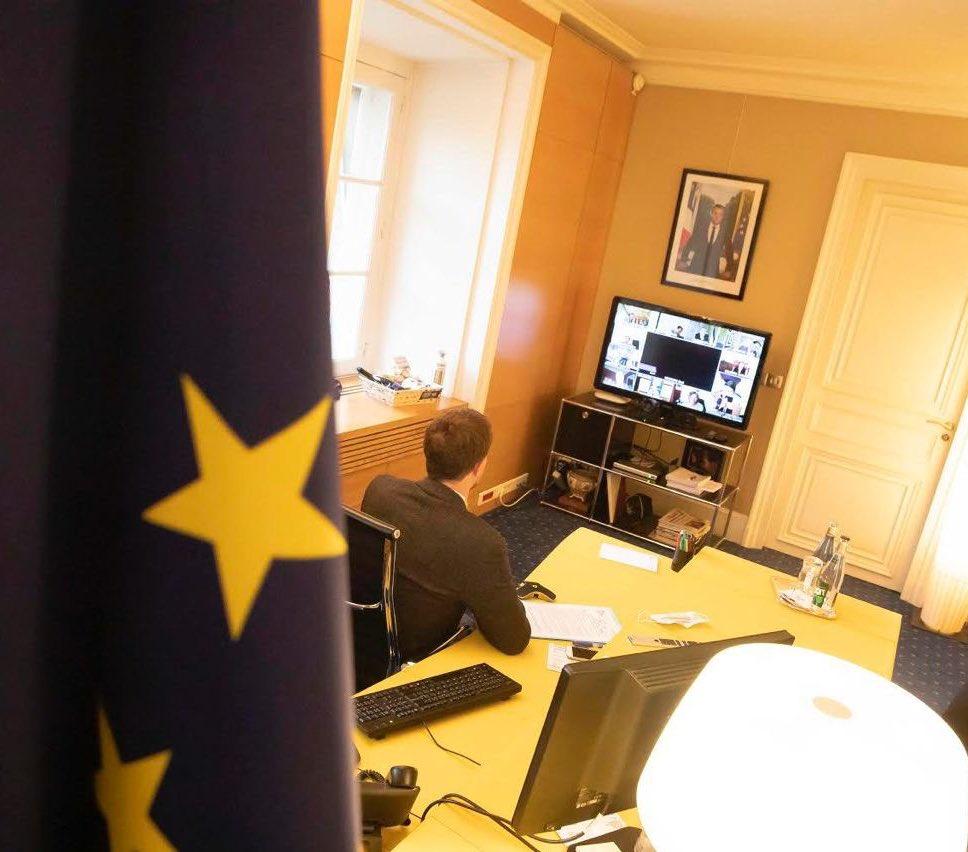 #terrorisme | Mobilisation de tous nos ambassadeurs en 🇪🇺 pour accélérer l'adoption des mesures de retrait des contenus terroristes sur Internet. Un combat majeur que mène la France, un impératif et une urgence #SamuelPaty @Europarl_FR @gouvernementFR 🇫🇷 https://t.co/dPP8CbqWO5