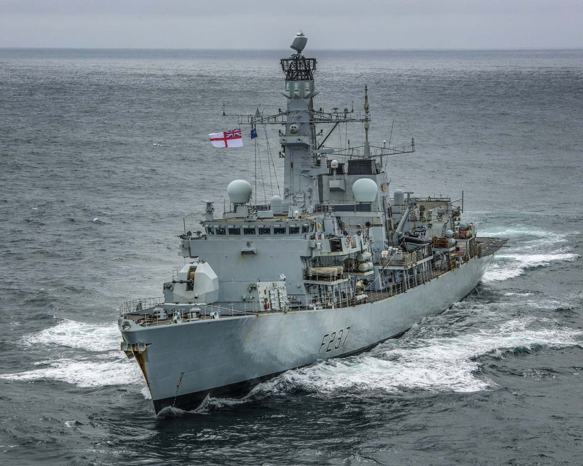 Frigate @HMS_Westminster answered a mayday call today in #WeymouthBay. The Royal Navy ship rescued two people off a fishing boat, arriving just before the vessel capsized 🔗 ow.ly/lc1Q50BXHd5