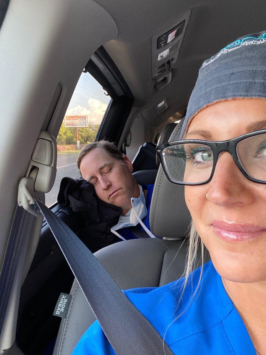 Here is a shot of me photo bombing my vet techs selfie pretending to be asleep - how was your Monday? 😴😜  #veterinarian #veterinary #vetlife #vetstudent #vetschool #instavet #vetmed #veterinarytechnician #scrubslife #vet #doctorsofinstagram https://t.co/EnNiTR2obJ