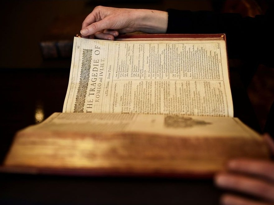Rare 1623 Book That Brought Together William Shakespeare's Plays For The First Time Sold For A Record $9.97 Million At Auction.  #Shakespeare #RomeoJuliet #Weatherhams https://t.co/wwt3Wx54Um