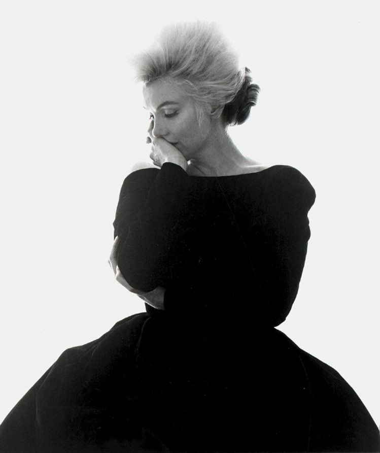 """Marilyn Monroe in """"The Last Sitting"""" shot by Bert Stern in 1962. These are my favorite pictures of her in that classic @Dior black dress. #MarilynMonroe #photooftheday #classics #icon https://t.co/GwxqGjrjfI"""