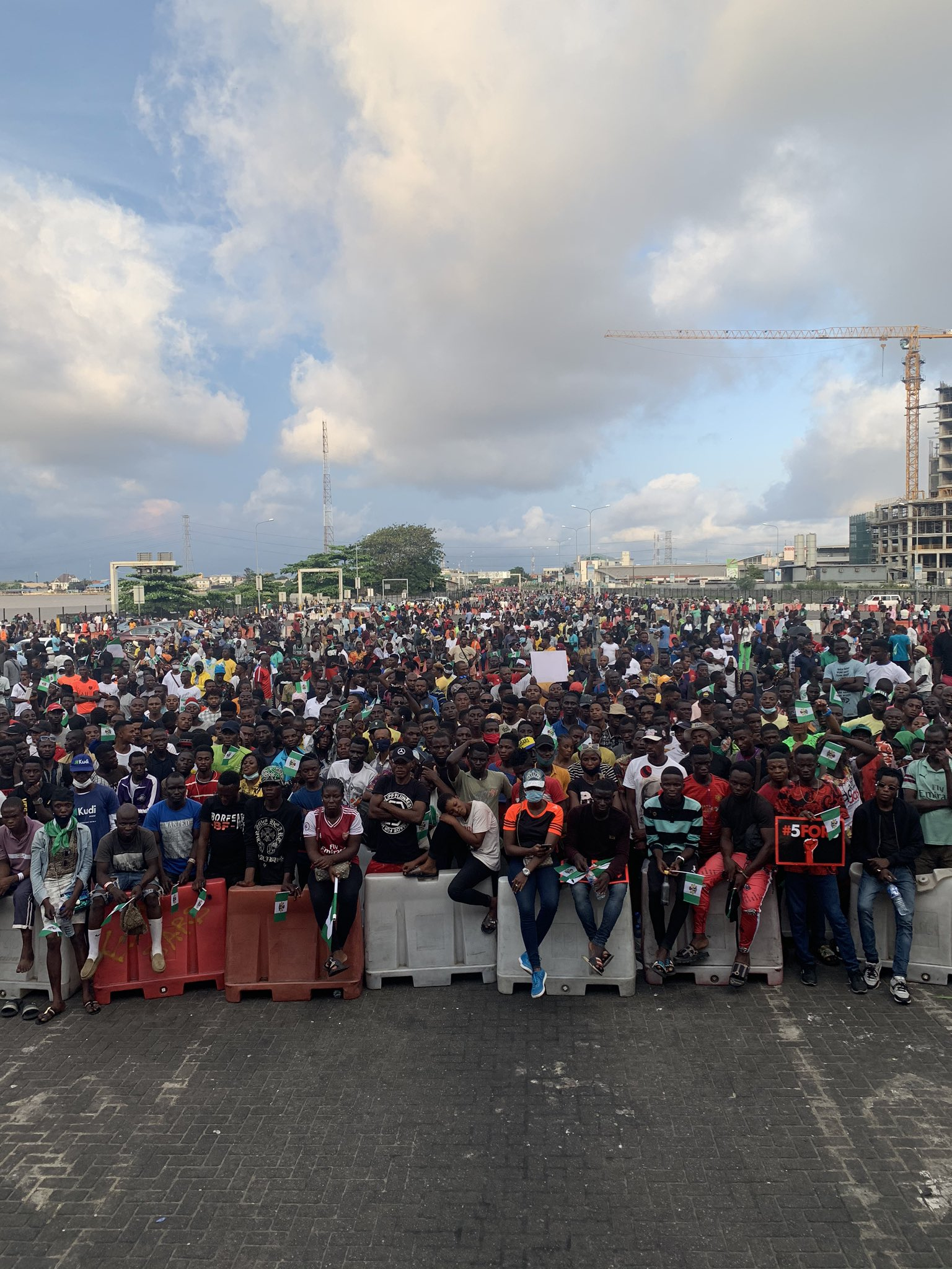 #EndSARS: Lagos State imposes Curfew, Lagosians defiles it alongside the Military