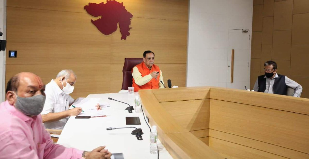 CM Shri @vijayrupanibjp today e-dedicated new projects of Guru Gobind Singh Hospital of Jamnagar that included a dedicated 232-bed COVID hospital, linear accelerator machine, CT simulator along the latest x-ray machine and state's second largest plasma bank.