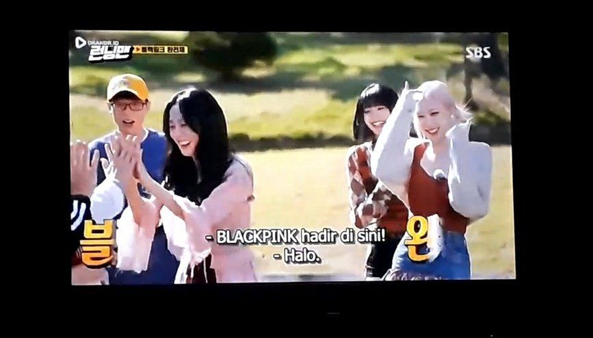 Malam ini nonton @BLACKPINK  Running man       and        Knowing Brother https://t.co/xP8d4u7Xjq