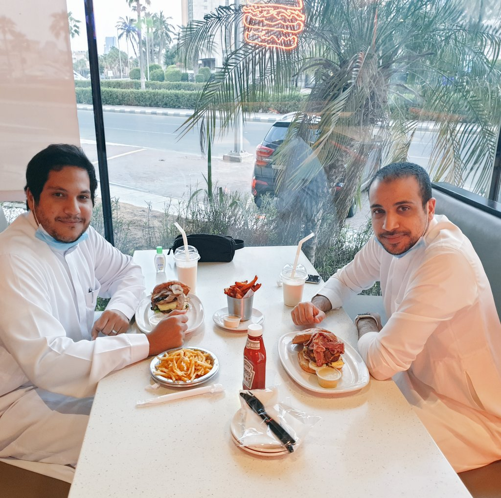 It's been 5 years! It was great catching up with my close friend #Theabdlrahman again. Only @7amzaisk #حمزه_اسكندر Allah yer7amo is missing with us & the 2011 trio would be complete. . . . #jeddah #SaudiArabia https://t.co/EIgRg1kXt7