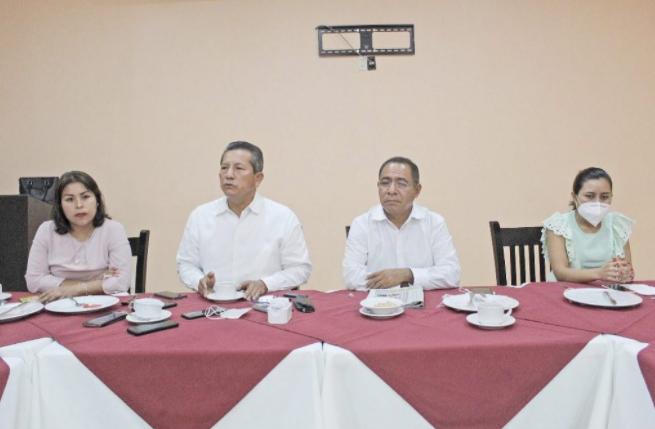 Se acabó el tsunami de #Morena, dice #CarlosReyes sobre #Coahuila e #Hidalgo  Plantea que el #PRD está abierto a un candidato externo a la gubernatura e informa que hay pláticas con el PT para una alianza local #Guerrero https://t.co/VG5PxUaLCb https://t.co/yorOTtib2W