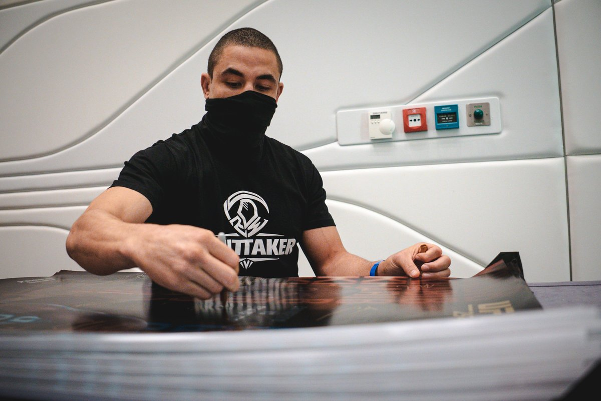 Replying to @ufc: Middleweight contenders sign in - aiming for a shot at gold ✍️  [ #UFC254 | #InAbuDhabi | @VisitAbuDhabi ]