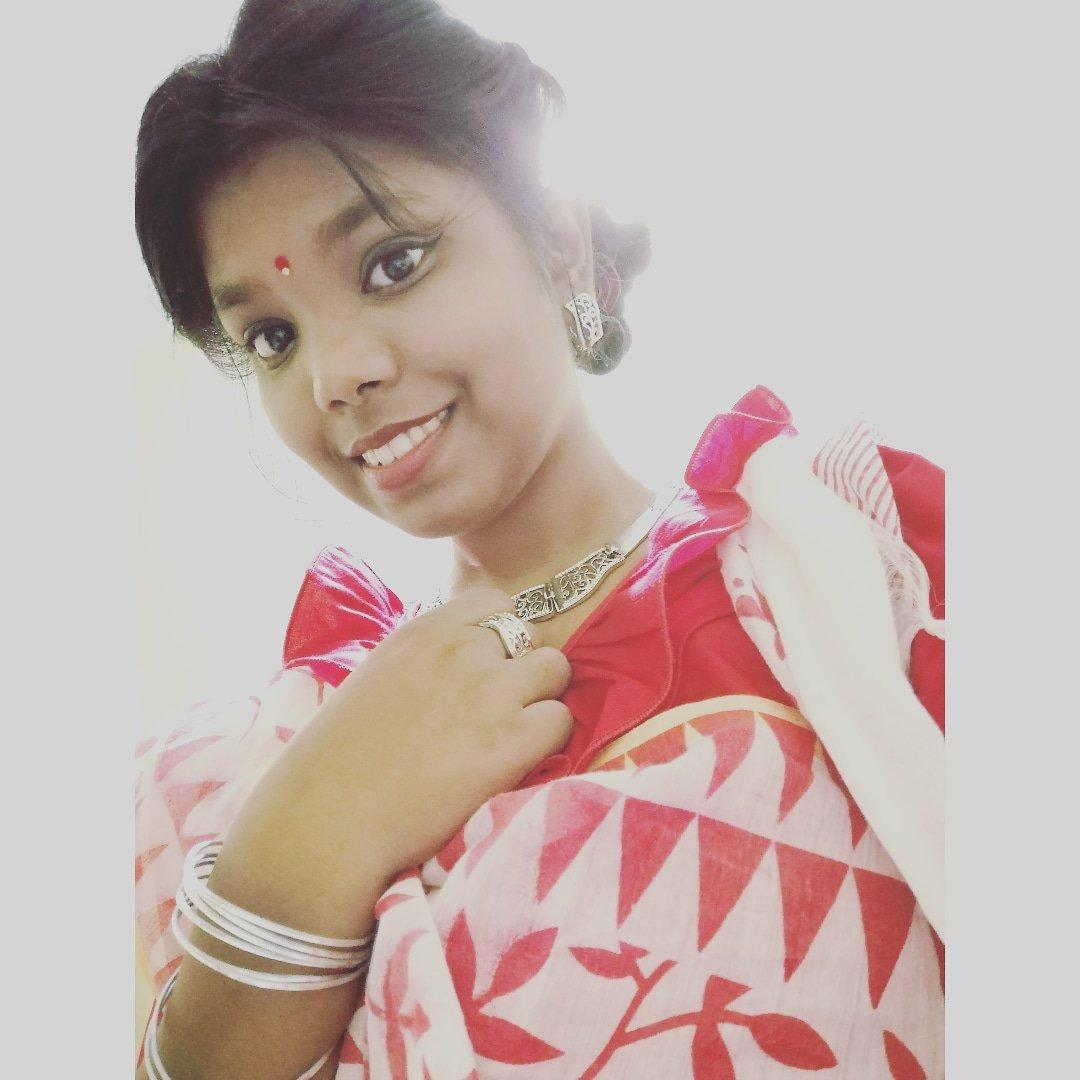 Your eyes stole all my words away... ❤️✨ . . . . . #reddie #whiteroses #instafilter #TrendingNow #instagrammer #influencers #ownstyle #bonglook #bengalivibes #Duggaelo #banglagram #kolkataphotography #sareesofìnstagram #sareelovers #youreyes #jayashna #loved #durgapujakolkata https://t.co/fuMKHH9DHn