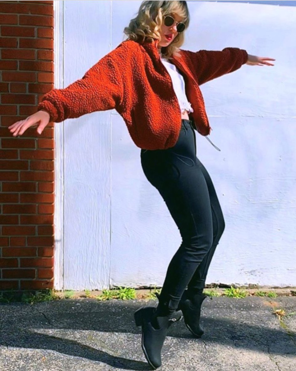 Dance like nobody's watching.  Ph: @caraharding   #dancingshoes #boots #bestboots #blundstoneca #blundstone #blundstoneboots #dancedance #dancingqueen https://t.co/QHavy00ORP