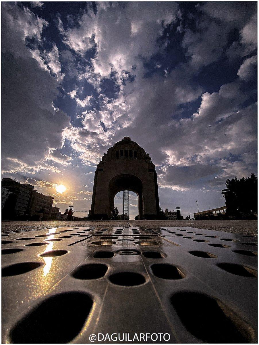 """Atardecer"" 🌞 Monumento a la Revolución, Ciudad de México. #atardecer #sunset #photography #Travel  #photooftheday #nubes #sunsetphotography 🌞 PIX📷DA https://t.co/33stzWs56i"