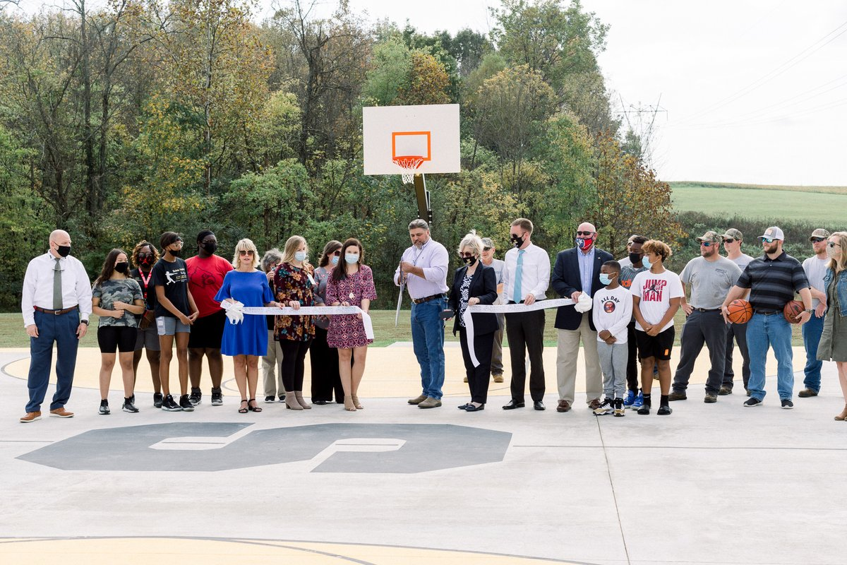 The City of Springfield joined the Robertson County Health Department today to unveil a new basketball court located at J. Travis Price Park.  The new court was made possible thanks to a Healthy Built Environment grant received by The Robertson County Health Department. https://t.co/y7v5Wslx3a
