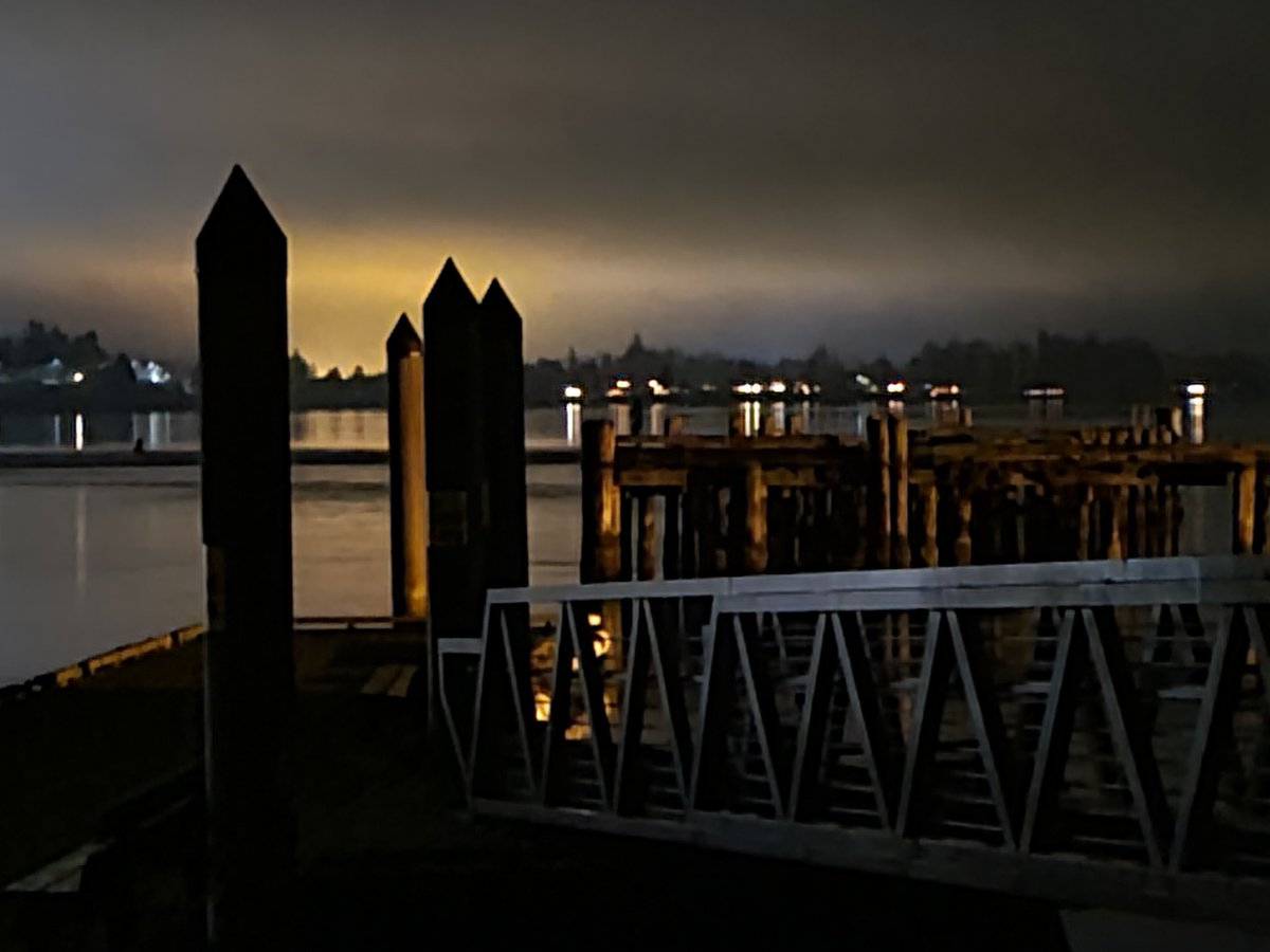 #latenight #photography @SemiahmooResort #beach #semiahmoo #spit #getoutside #water #bay #Canada #Washington #PNW #dock #building #photooftheday #outdoorphotography #outdoors https://t.co/aREAxeNXlJ