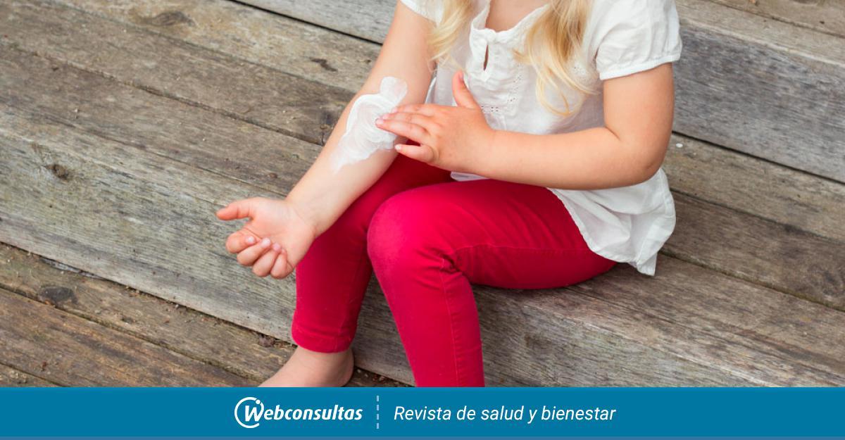 La dermatitis atópica es una alteración de la piel de tipo crónico y hereditario. Esta alteración cutánea produce picor, enrojecimiento y erupciones😖 Todo lo que debes saber sobre esta afección crónica de la piel, te lo cuenta @webconsultas aquí➡️ https://t.co/5leL9HS9B9 #Salud https://t.co/0ExJoULG8c