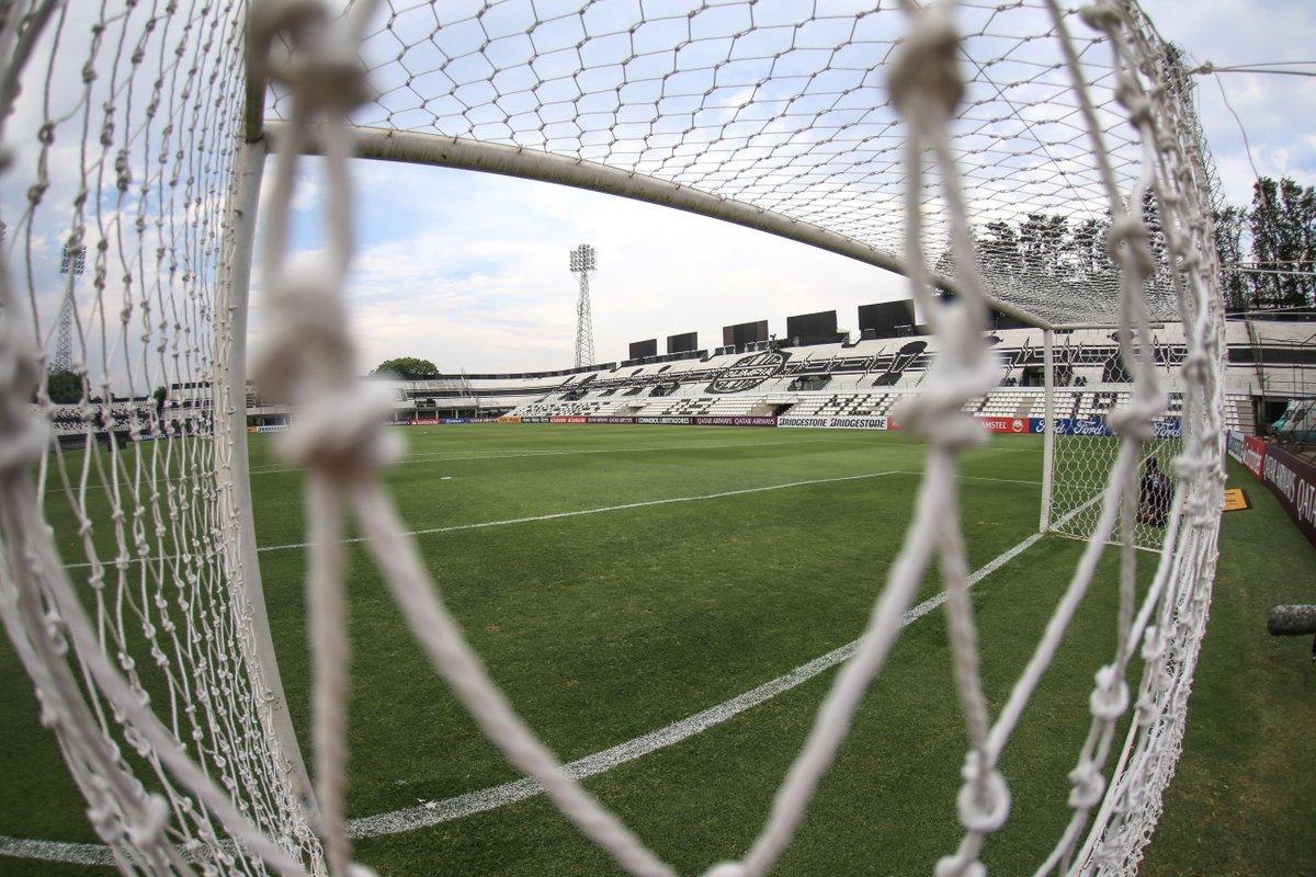🏟⚪⚫ Así se prepara el estadio Manuel Ferreira de @elClubOlimpia: enfrentará a @DelfinSC por un lugar en los Octavos de Final de la #Libertadores. https://t.co/FUrHCApfdq