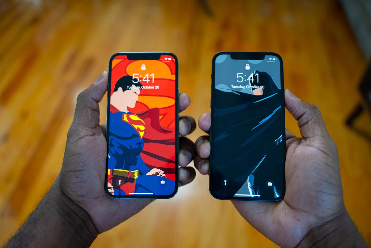 More shots of the #iPhone12 & #iPhone12Pro in Black & Graphite respectively, with my customary superhero & anime wallpapers 😁. https://t.co/suPxvElYgV
