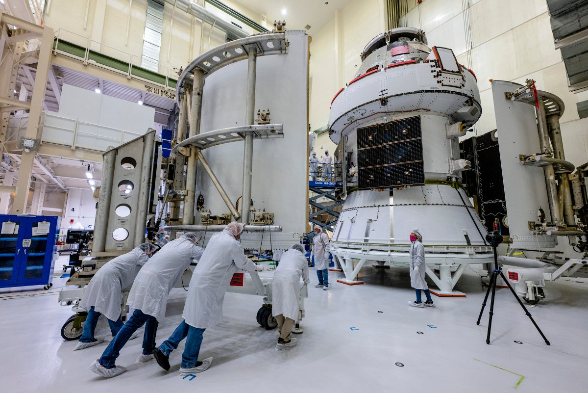 Team effort! @LockheedMartin technicians at @NASAKennedy move a spacecraft adaptor jettison fairing into position. @NASA_Orions three SAJ fairings will support and protect the @ESA service module during launch on #Artemis I.