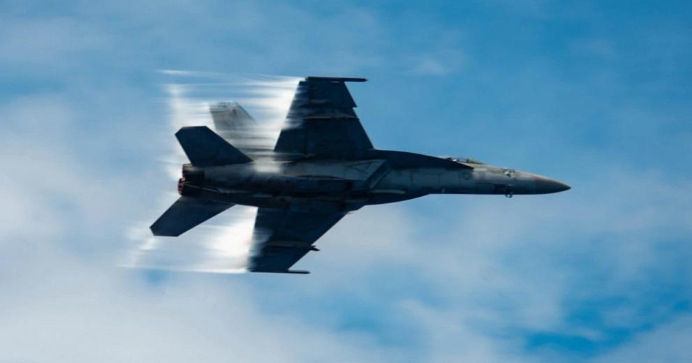 ABD'de F-18 düştü, pilot atladı #f18 #superhornet #usnavy #crash #aircraft ##chinalake #haberola #pilot #california #superiorvalley #eject https://t.co/Ux1GzQqeG8 https://t.co/UPE5uCPhya