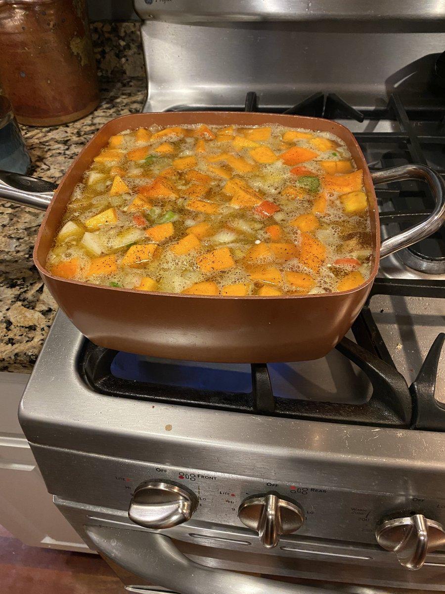 Butternut squash soup for a starter #soup https://t.co/RWtgCMa5Ln