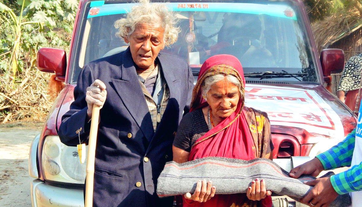 इस बार सर्दी शायद कई दशकों से ज़्यादा पड़ेगी। अगर आप दिल्ली या उसके आस-पास हैं तो कृपया अपने नए या पुराने गर्म कपड़े हमें दान में दें।   आप की छोटी सी मदद ना जाने कितने बेघरों को इस मुश्किल घड़ी में जीने का  हौंसला दे।  लिंक:   हो सके तो रीट्वीट कर दीजिएगा।