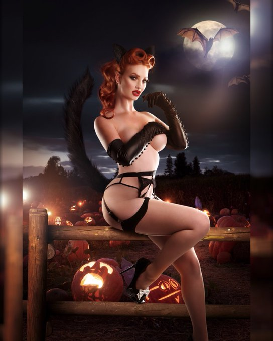 I know #halloween is over - but I can't help posting this #newphoto by @dollhouse_photo - it's featured