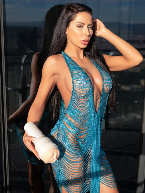 New Blog Post: KEEPING UP WITH THE FLESHLIGHT GIRLS: @Madison420Ivy   https://t.co/Q4wfi0Mv9d https://t