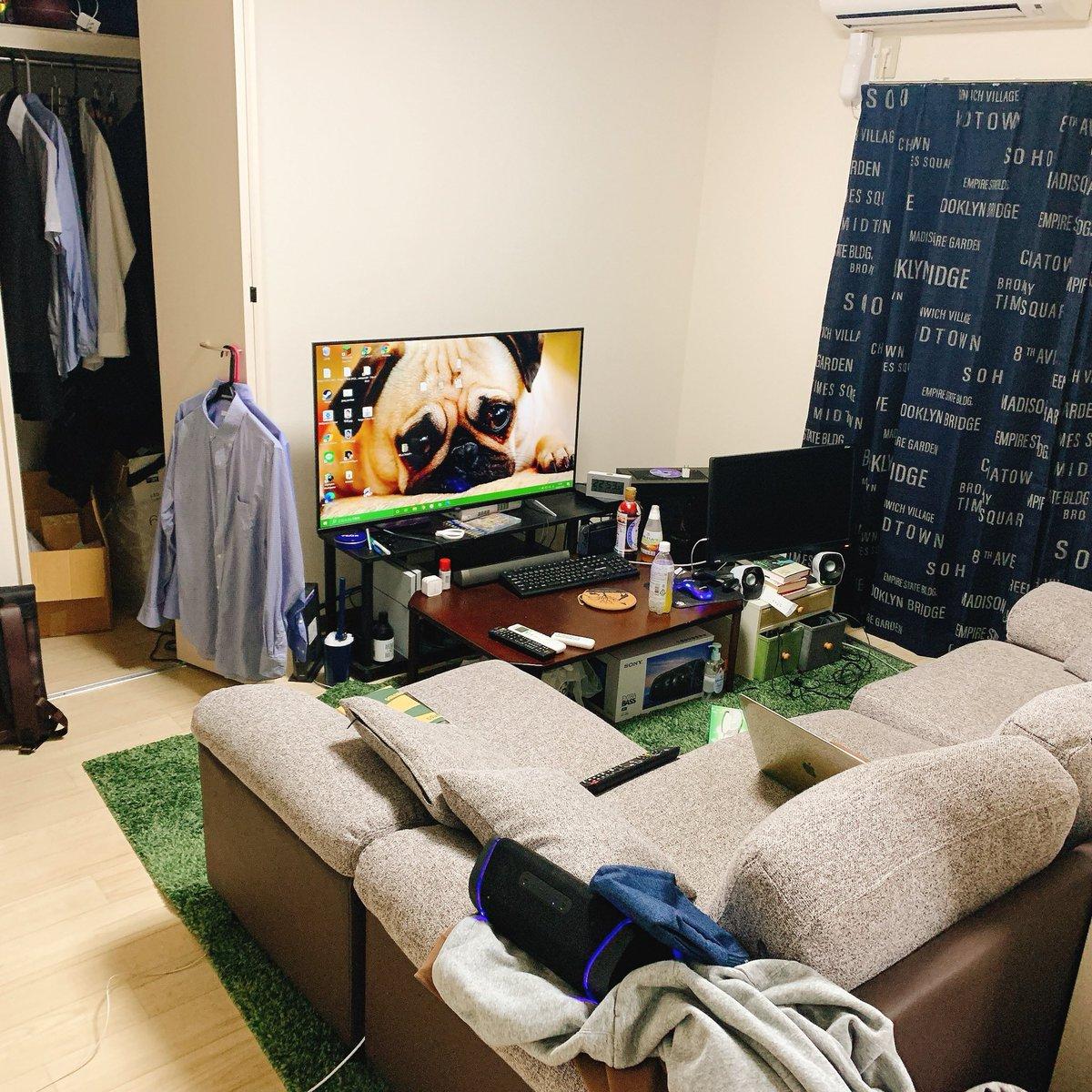 これでもだいぶ掃除したほうなんです…それにしても一人暮らしだとこのサイズのソファとダブルサイズのベットは完全にいらなかった笑
