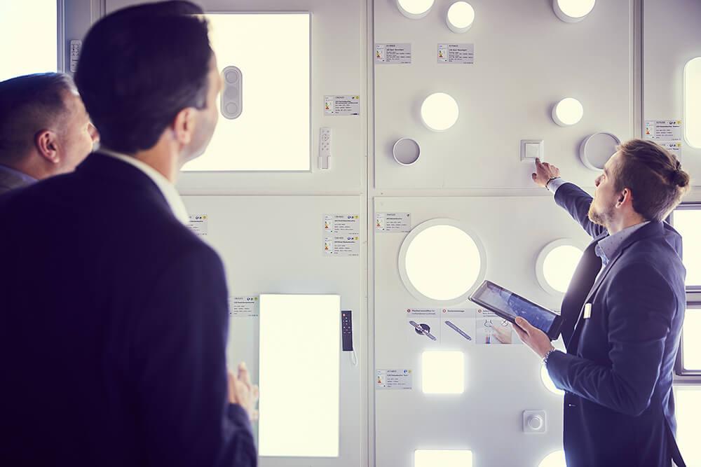 """Mit unserem Arbeitskreis besprechen wir aktuelle Fragen rund um die #EU Verordnungen zur #Produktgestaltung und #Produktinformation (VO 2019/2020 und 2019/2015) <a class=\""""link-mention\"""" href=\""""http://twitter.com/LichtforumNRW\"""" target=\""""_blank\"""">@LichtforumNRW</a> #licht #Beleuchtung #LED #EU <a href=\""""https://t.co/JJRRM1zyCr\"""" class=\""""link-tweet\"""" target=\""""_blank\"""">https://t.co/JJRRM1zyCr</a>"""