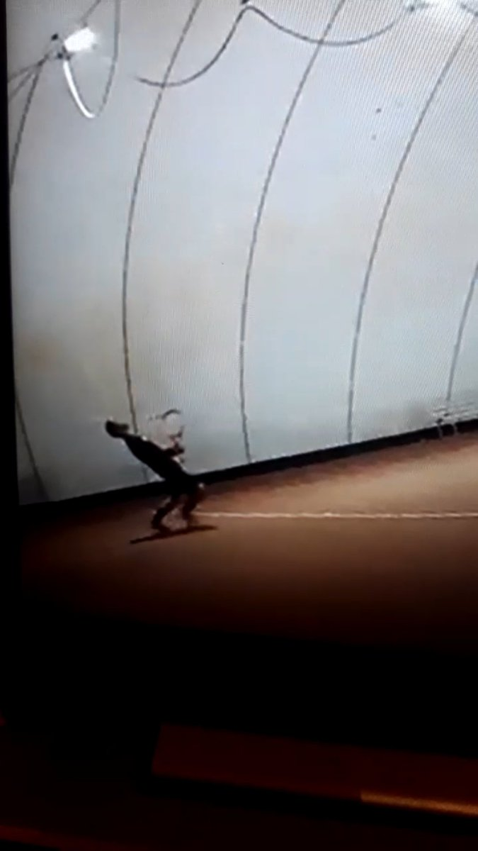 Esultanza molto sobria del @ilmaestrofolli 😂😂😂 #itcouldbethelastime  #tennis🎾 #tennis #tennismatch #tennisplayer #fitemiliaromagna #sport #wilson #wilsontennis  #federer #nadal #djokovic #wimbledon #rolandgarros #ibi20 #usopen #australianopen #easytennis https://t.co/jPx1buqlby