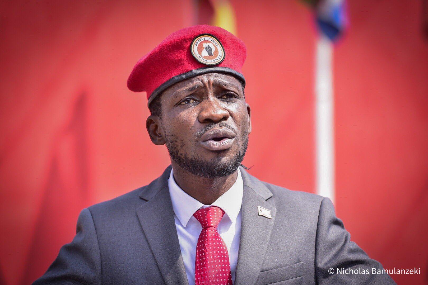 "𝐔𝐆 𝐋𝐨𝐯𝐞𝐫™ 🇺🇬 on Twitter: ""Ugandans Tebakyalina Maaalo Galli agaa  bye Muzungu nga Bamulabyeko These people are awake and they won't stop the  struggle They are nolonger in the shadows #BobiWineNominated…  https://t.co/0AaPf0g1w9"""