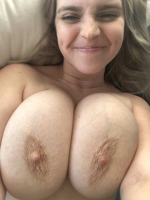 1 pic. These nudes are free for people who didn't vote for Trump.  If you voted for Trump KEEP SCROLLING