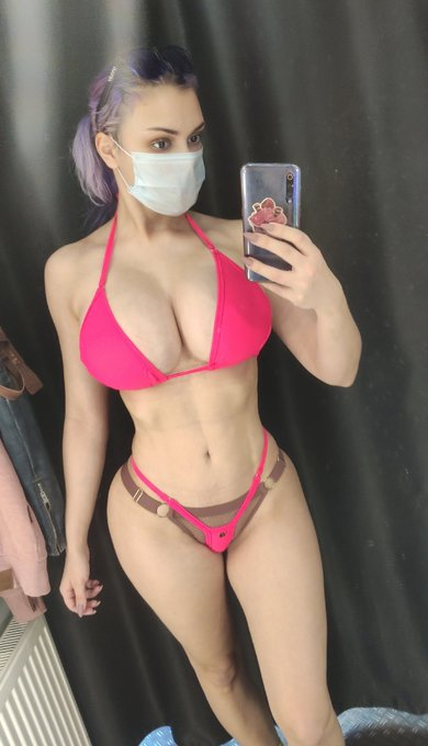1 pic. Modern realities trying on a swimsuit 😅😅😅 https://t.co/xHlEfow3sT